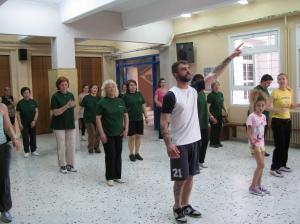 Ο προπονητής Αλμπέρτος Τοζακίδης και η ομάδα του εν δράσει