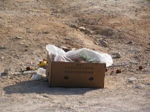 Κούτα με σκουπίδια της λαικής στη Μανδηλαρά